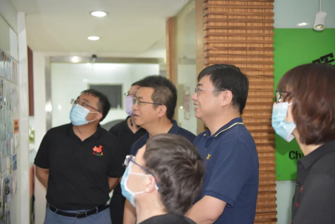 傅永康老师带领热景生物高管团队参观公司